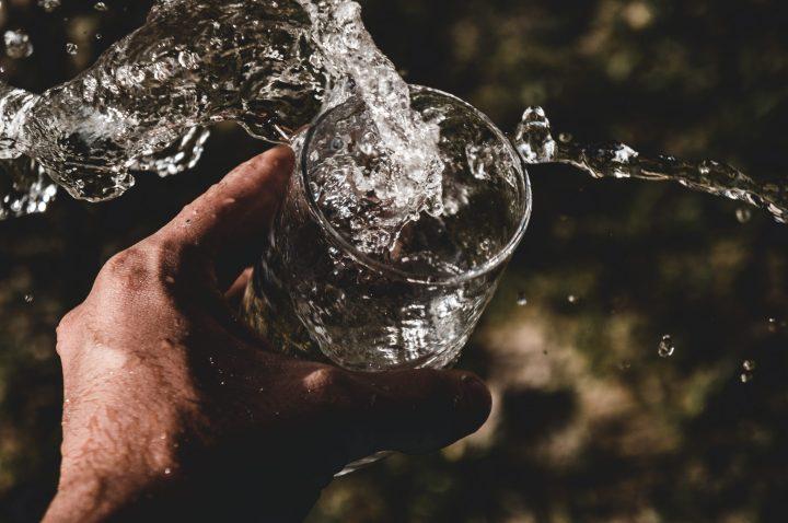 Drinking water splashing de-stress