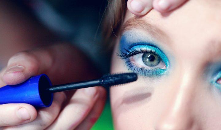 Gender pronoun makeup drag. Image: Sharon McCutcheon on Unsplash